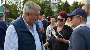 Echipa de campanie a PNL Călăraşi în cartierul Mircea Vodă