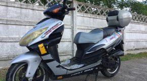 Vând moped